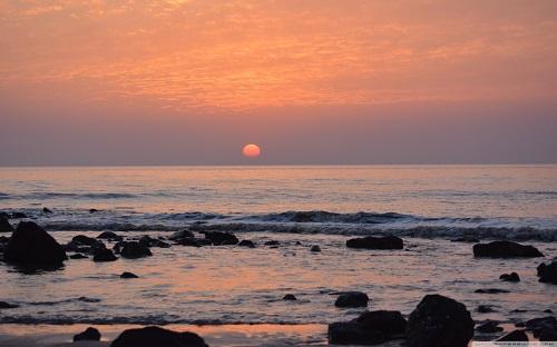 http://rozup.ir/view/1133101/sunset_214-wallpaper-1440x900.jpg