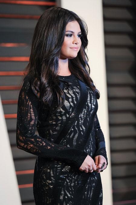 http://rozup.ir/view/1140192/Selena%20-%20icnp2013.ir%20%20(2).jpg
