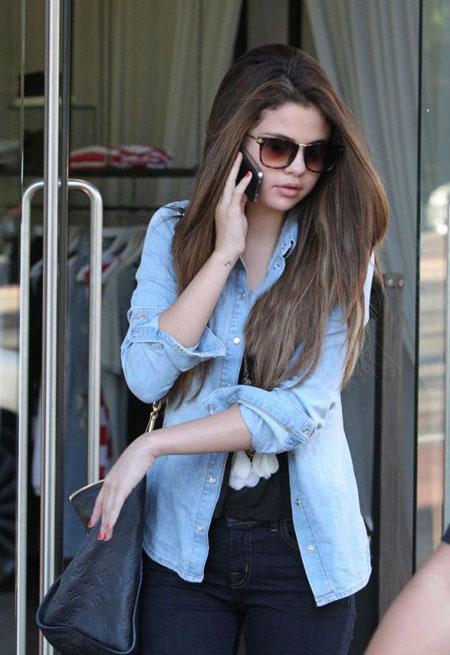 http://rozup.ir/view/1140195/Selena%20-%20icnp2013.ir%20%20(5).jpg
