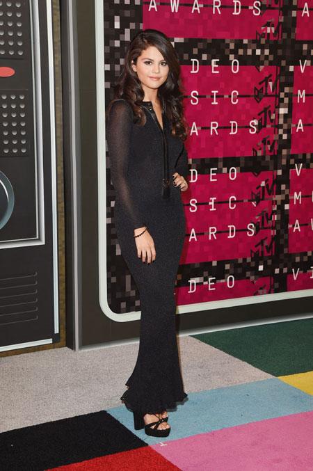 http://rozup.ir/view/1140201/Selena%20-%20icnp2013.ir%20%20(11).jpg