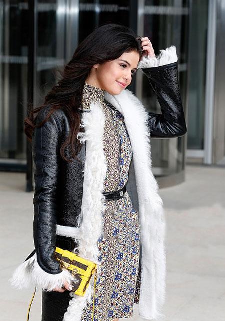 http://rozup.ir/view/1140202/Selena%20-%20icnp2013.ir%20%20(12).jpg