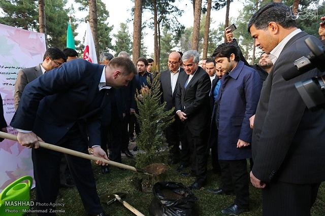 کاشت درخت صلح و دوستی ایران و اسلواکی در باغ گیاهشناسی مشهد