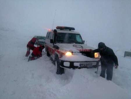 گرفتاری ۴ معلم روستای مرزی در برف و کولاک