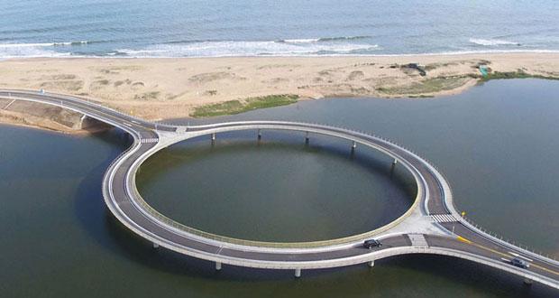 معماری جالب و دیدنی یک پل دایراه ای در سواحل جنوبی اروگوئه