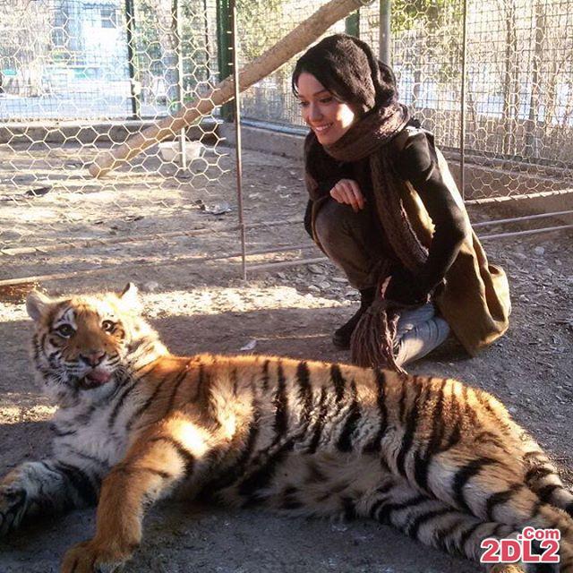 عکس بازیگر زن معروف در کنار حیوان وحشی