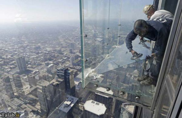 تصاویری دیدنی ار بالکن شیشه ای در طبقه 103
