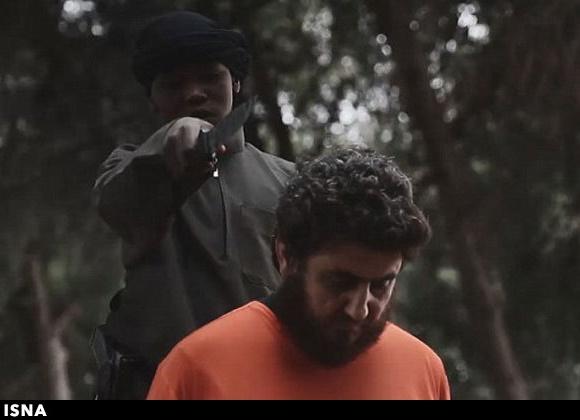 انتشار تصاویر تکاندهنده از پسر 10 ساله داعشی که سر میبرد