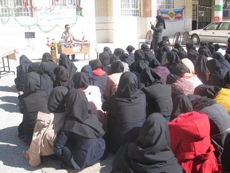 برگزاری جشن انقلاب دردبیرستان الزهراء