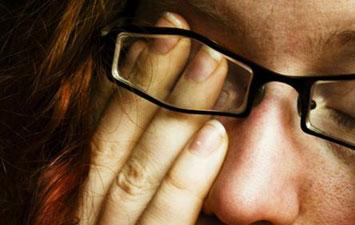 علت خستگی چشم ها چیست؟