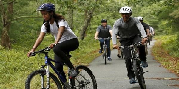 دوچرخه سواری اوباما و دخترش در تعطیلات