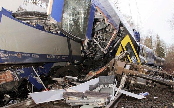 تصادف قطار در آلمان + گزارش تصویری