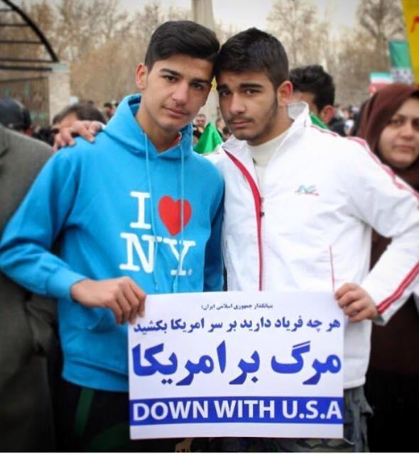 عکس:بدون شرح از حاشیه راهپیمایی 22 بهمن