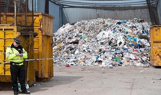 كشف جسد نوزادی در كارخانه بازیافت زباله ! + عکس