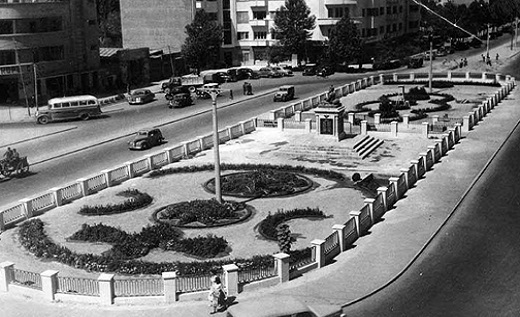میدان فردوسی در دهه 20 + عکس