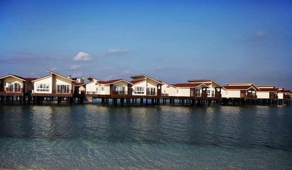 اولین هتل ایرانی روی دریا+تصاویر