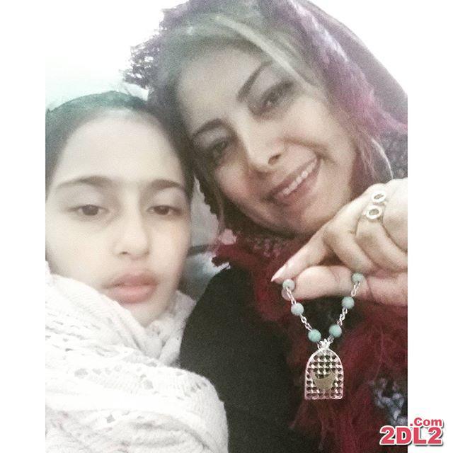 عکس لادن طباطبایی در کنار دختر مبتلا به بیماری اش
