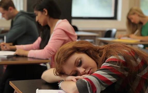 تصاویری از خوابیدن افراد در شرایط سخت!