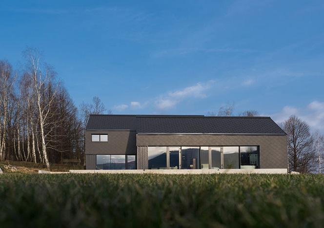 ویلای خانوادگی شیک و مدرن M در اسلوونی با سقف شیروانی