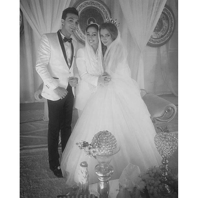 تصاویر تیپ نفیسه روشن در عروسی کنار عروس و داماد