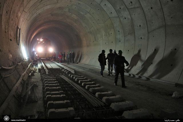 ریلگذاری 1.5 کیلومتر از خط 2 قطارشهری مشهد+تصاویر