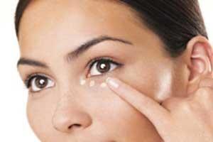 پف دور چشم؛علائم،علل و درمان