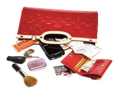خانم های با کلاس در کیفشان چه دارند؟