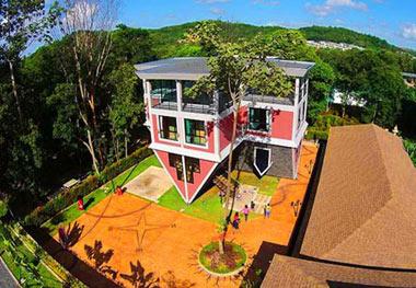 خانه وارونه که از جاذبه های گردشگری جزیره پوکت است