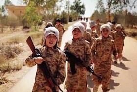 فوتبال بازی کودکان داعشی با سرهای بریده!