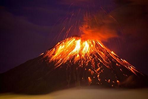 تصویر خارقالعاده از فوران آتشفشان تونگوراهوآ