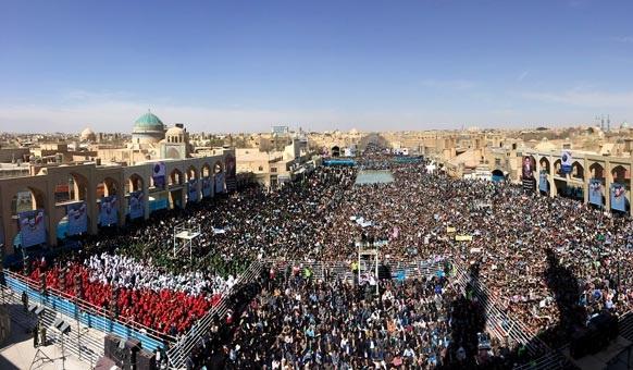 تصاویری از استقبال پرشور یزدی ها از دکتر روحانی