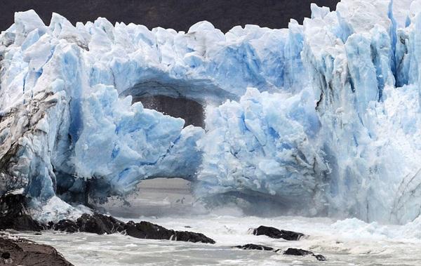 فروریختن طاق یخی در آرژانتین +تصاویر