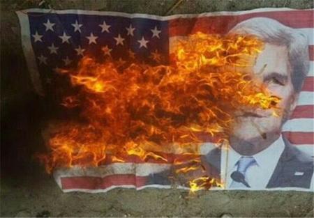 به آتش کشیده شدن پرچم آمریکا توسط مردم بحرین