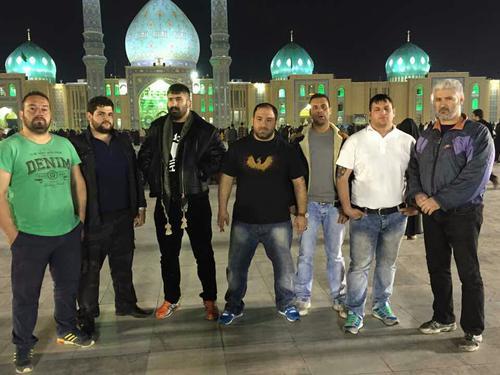 هانی کرده در کنار مسجد جمکران