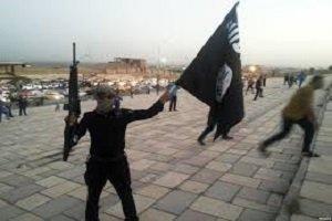 سلفی یک داعشی با اجساد+ عکس