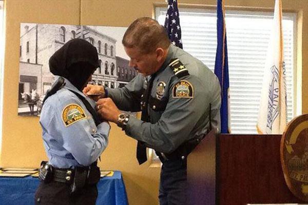 اولین پلیس زن محجبه در آمریکا +تصاویر