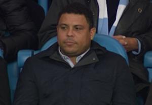 رونالدو برزیلی تماشاگر ویژه بازی منچسترسیتی - رئال مادرید