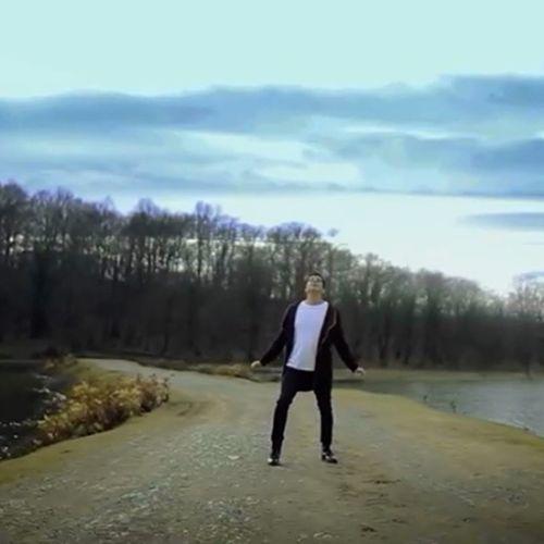 دانلود موزیک ویدیو جدید فرزاد فرزین بنام گوشی