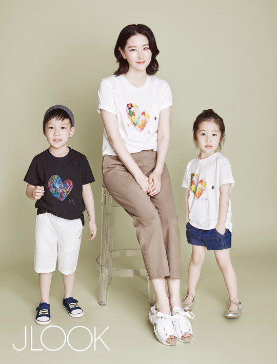 عکس يانگوم يا همونlee young ae به همراه دختر و پسر دوقلوش