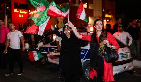 جشن و پایکوبی مردم در خیابان ها پس از اعلام تفاهم هسته ای