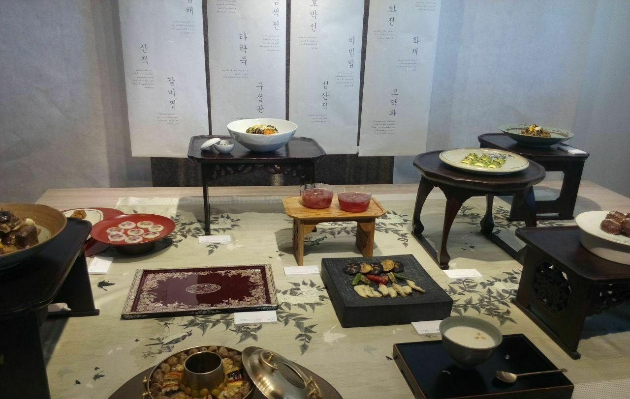 عکس هایی از نمایشگاه غذاهای کره ای در روز جشن همدلی 🍜🍱