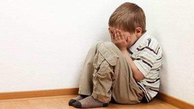 رفتار درست با کودکان گوشه گیر