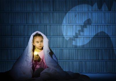 چگونه ترس از تاریکی را در کودک درمان کنیم؟