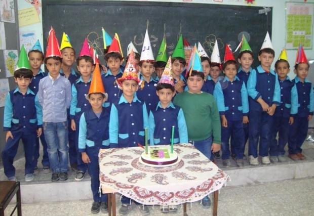 برگزاري جشن تولد يكي از دانش آموزان پايه اول