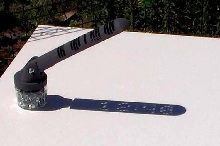 پرینت سه بعدی بازویی که زمان را بوسیله نور خورشید نمایش می دهد