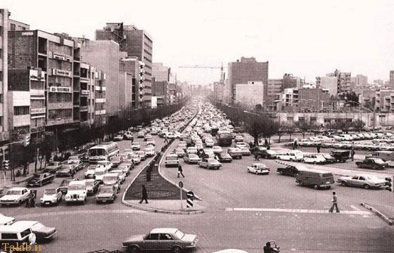 تهران قدیم و پارک کردن خودرو ها در وسط خیابان