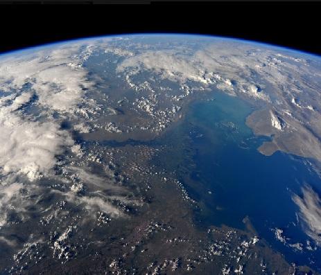 عکس های فضایی از دریای خزر و رودی که آن را به جهان متصل می کند