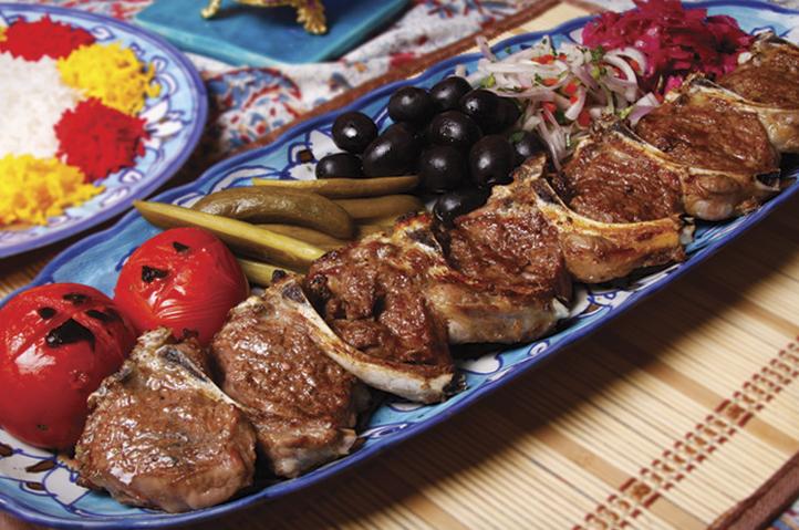 خوراک مرغ با سالاد مخصوص