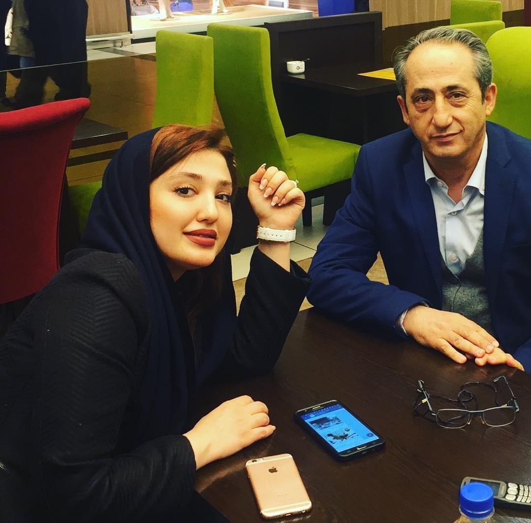 نازلی رجب پور در کنار پدرش