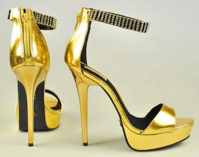 مدل کفش پاشنه بلند طلایی