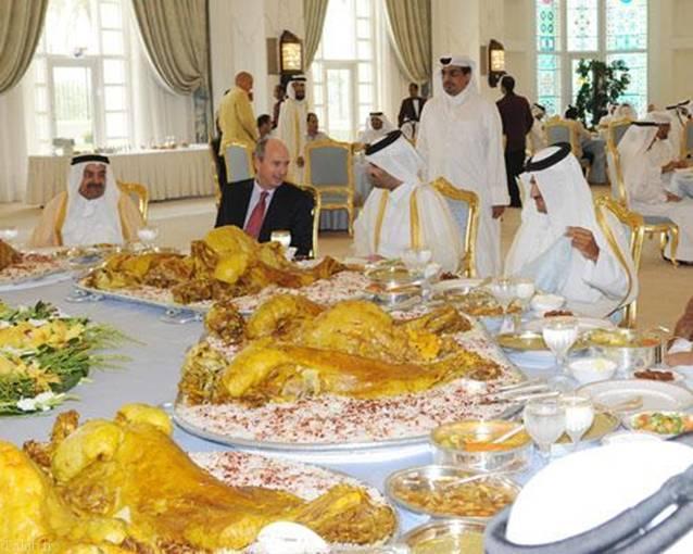 عکسی از سفره افطار امیر قطر برای سفرای خارجی